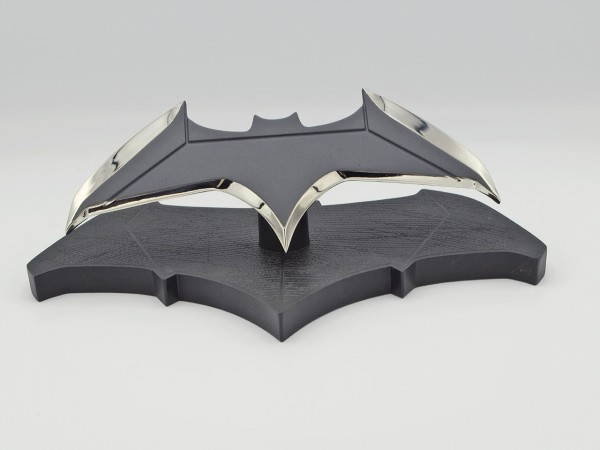 Quantum Mechanix Batman's Batarang 1:1 Replika (Bild 1)